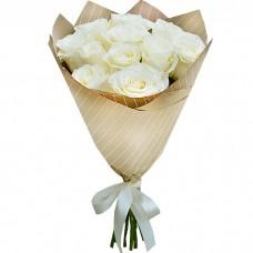 Букет Белые розы в крафте из 11 роз